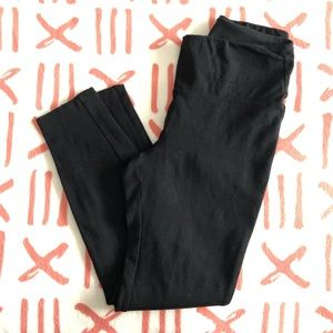 HUE black leggings - size Medium